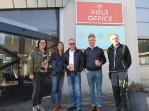 bild på de som var med vid företagsbesöket hos four office