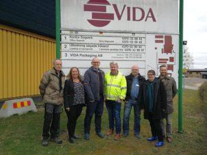 bild på de som var med vid företagsbesöket hos Vida Packing