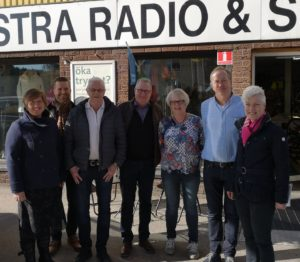 bild på de som var med vid företagsbesöket hos Hestra Radio och sport