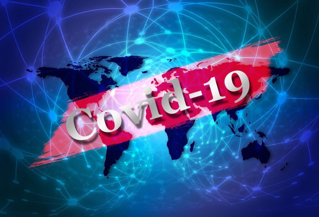 En karta över världen med texten Covid 19 över